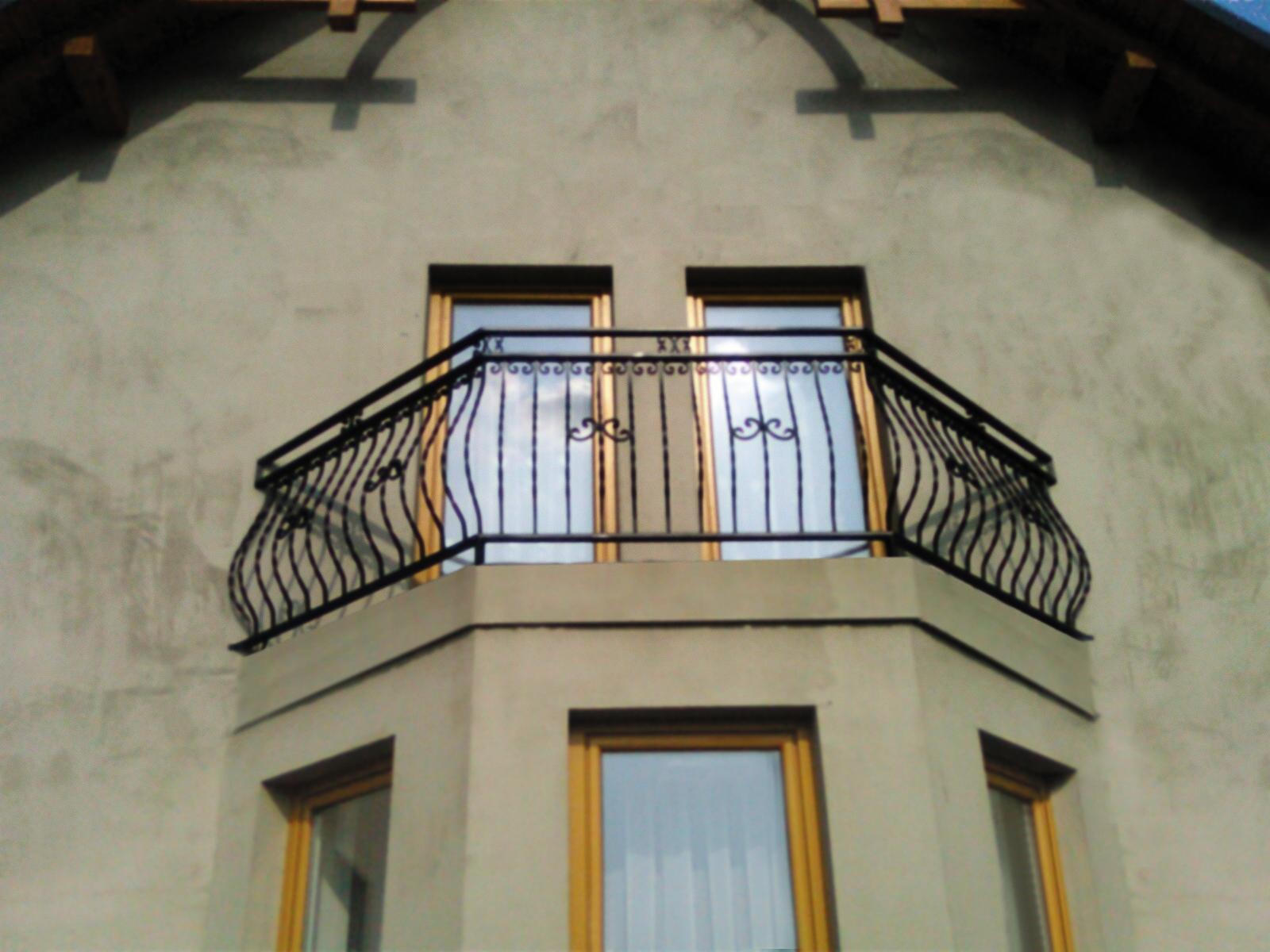 balustrady z elementem ozdobnym